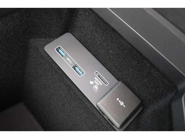 USBポートも装備しており、充電から音楽まで聴けちゃう嬉しい装備です!!