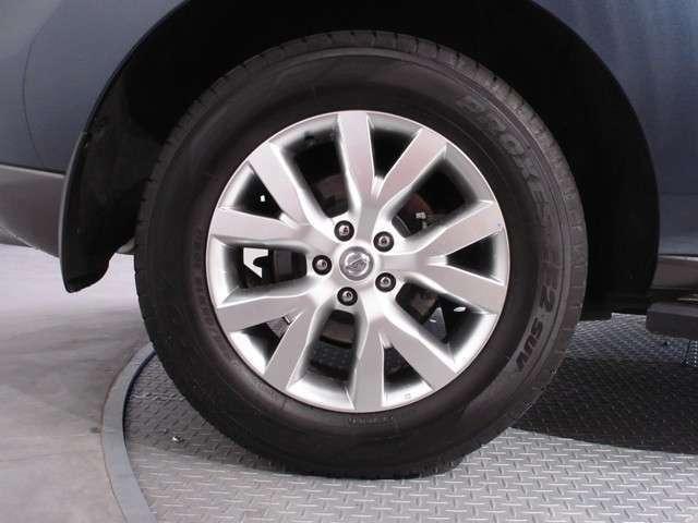 タイヤサイズは235/65R18です♪