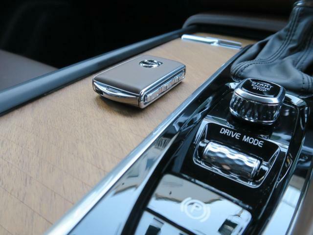 ◆キーレスドライブ『スマートエントリー機能を搭載。キーフリーでのロック・アンロックから、エンジンスタートが可能です。また、エンジンスタートは写真にあるつまみを回す独特のデザインとなります。』
