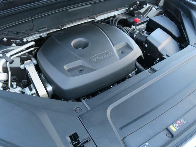 ◆T6エンジン(2.0L直列4気筒直噴ターボ+スーパーチャージャー)『低回転域ではSチャージャーが優れたアクセルレスポンスでトルクを増大し、中回転域以降はSチャージャー+ターボにより高いパフォーマンス