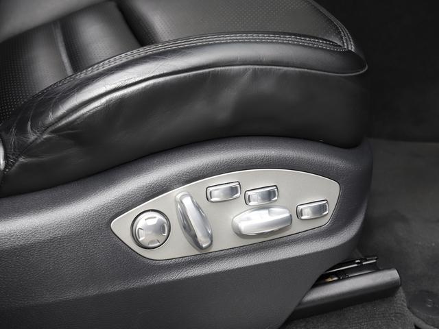ドライバーに応じた細かな調整可能な18Wayアダプティブコントロールシート装備
