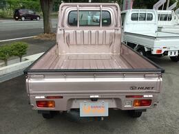 もちろん保証付販売車ですので購入後のアフターもバッチリです!1年間走行距離無制限です!!納車前にはプロのメカニックが各部の点検を行います。ディーラーにしかできない品質で納車させていただきます。