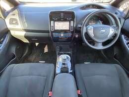 ガラスエリアが広く見晴らしのいいインテリア。明るい室内で気分も良く、運転も安心です。