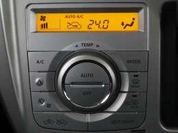 オートエアコンは季節を問わず快適な室内環境を実現します。冬季に活躍するシートヒーターも前席、左右に装備しています。