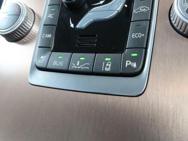 ◆ヒューマンセーフティ『衝突軽減・緊急ブレーキ』を備えており、セーフティドライブをサポート。衝突の危険を感知しドライバーへ警告をおこない、応じられない場合には自動的に緊急ブレーキが作動します。