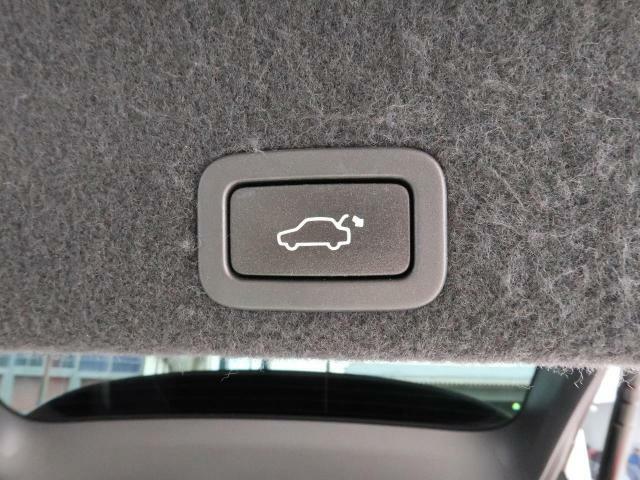 ?電動パワーテールゲート(:荷物をお持ちの際ボタン一つで閉めることができるので女性の方にも人気が高いですよ