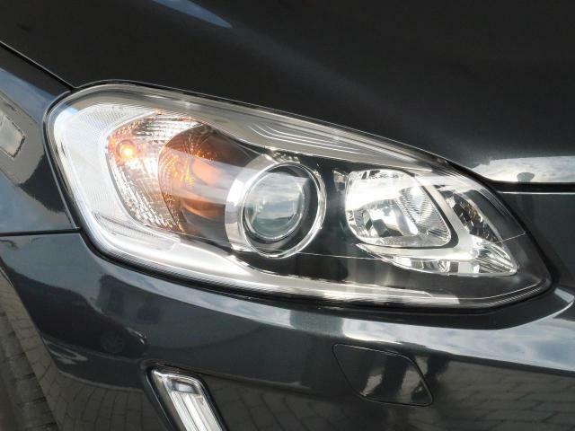 ◆HIDヘッドライト『視認性に優れた青白い光軸が特徴のディスチャージドランプを搭載しています。ヘッドライトレンズの曇りや黄ばみも見られず、綺麗な状態を保って入庫しております。』