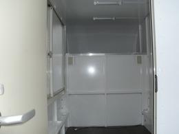 内装はスケルトン。販売地域の管轄保健所基準に合わせて設備等設置可能です。