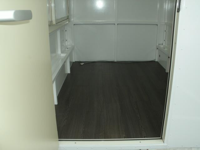 床は掃除しやすいクッションフロアになっております。