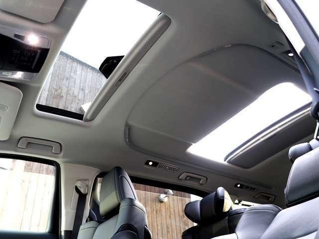 ツインサンルーフ付きです♪サンルーフは後から付けるのが難しいので、付いているお車は中古車の中でも希少なものとなります★タバコを吸う方には天井のヤニ付着防止の面でも特にオススメします♪