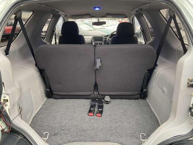 ラゲッジスペースも結構広く、後部座席を倒す事も出来るので、使い勝手も良いです!!
