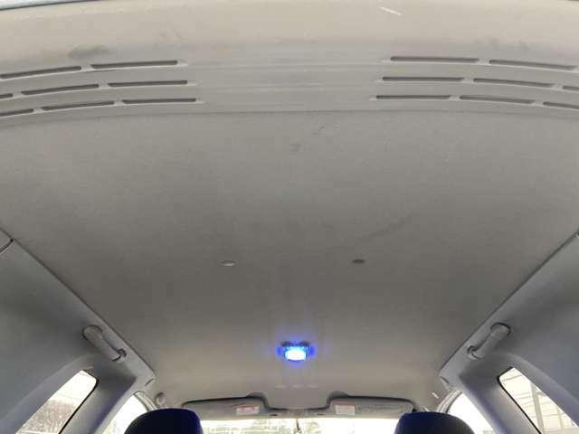 天井は染みやタバコの焦げ跡も無くキレイです!!