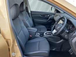ゆったりしたシートサイズ。運転席視界良好ですよ。