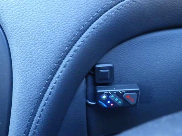 運転席左前にTVキットスイッチ&ドラレココントロールスイッチが装着されています。