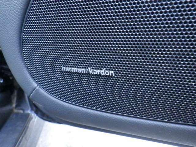 ハーマンカードンスピーカーで高品質な音源をご堪能ください。