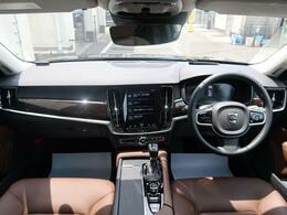 特別仕様車V90ノルディックエディションを1オーナー認定中古車でご紹介!ダークフレームバーチ・ウッドパネル、パノラマSR、harman/kardon、専用19AWなど、より上質なV90をご体感下さい。