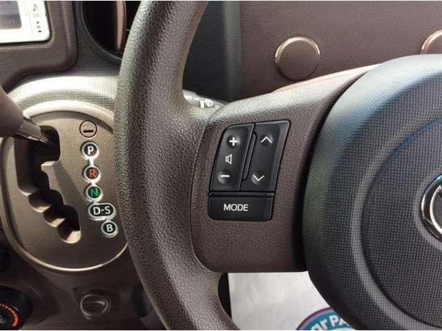 運転中でも簡単な操作ができるステアリングスイッチついてます♪
