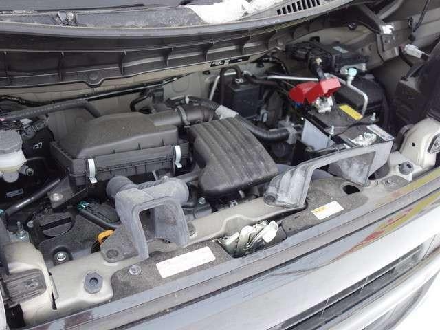 届出済未使用車ですのでエンジンルームも綺麗なままです!