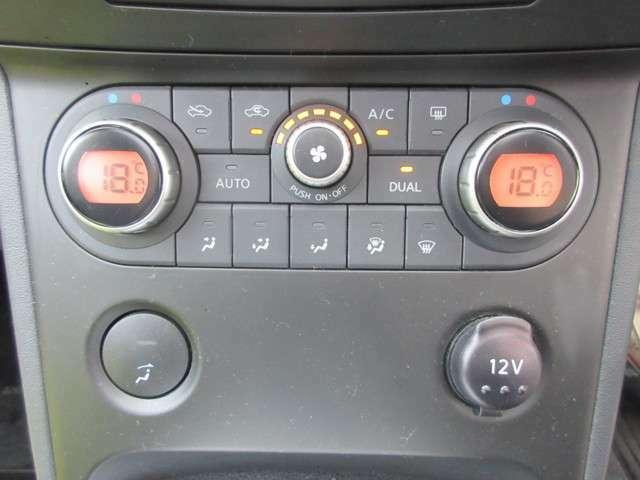 AUTOエアコン付きです☆設定した温度に自動で調整してくれます☆