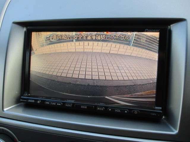 カラーバックカメラ+サイドカメラも装備されております♪後方の障害物や停止位置の確認にとても便利です♪細い道の走行や幅寄せ等もモニターで確認出来ますので安心です♪