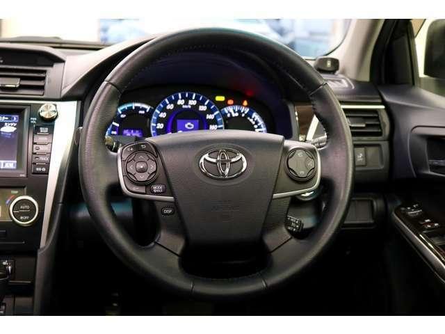 ステアリングスイッチ、クルコン付きで運転中でもハンドルから手を離さずに操作出来ます。