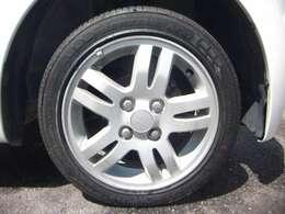 足回りはしゃりょうの安定性を考慮して、アルミに。タイヤも交換してあります
