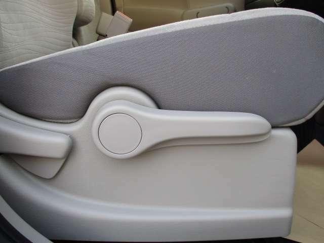 座席の高さも自由に調整可能なシートリフター機能付きです。