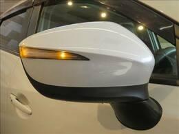 付いているだけで高級感のUPするウィンカー内臓サイドミラー♪もちろん見た目だけでなく、対向車からの視認性の向上につながり、安全度もUP☆