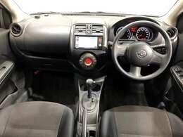 《運転席・助手席》運転席の足もともゆったりで長距離ドライブでも快適に★