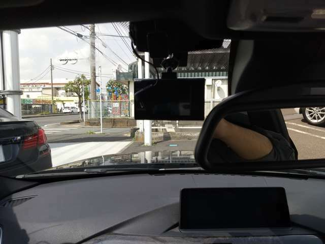 ドライブレコーダーも搭載されているので、万が一の時にも安心です。