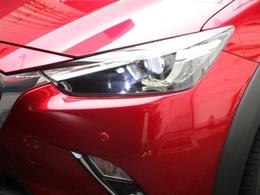 【LEDヘッドライト】LEDヘッドランプを装備!明るい白色光で夜間走行時の視認性を確保!