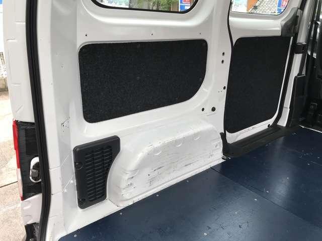 当社は貨物車専門店ならではの徹底した内装分解クリーニングを行い、丁寧かつ綺麗にクリーニングを行っております☆