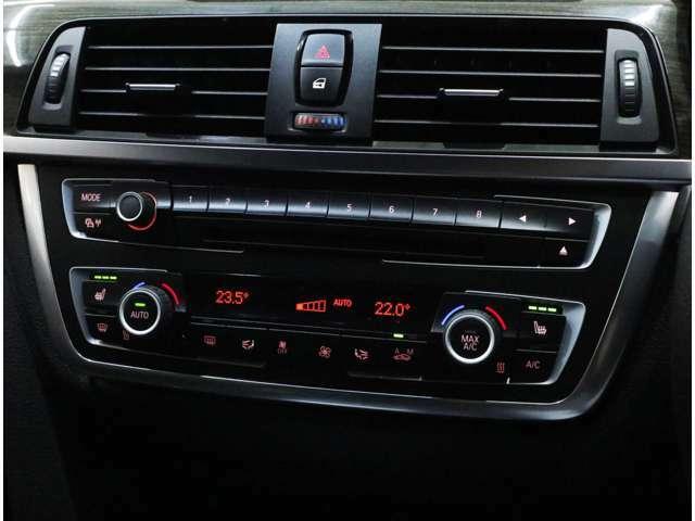 前席左右シートヒーターは3段階調整式。左右独立温度調整可能なフルオート式エアコンは、花粉・粉じんフィルターも装備。オーディオは、USB端子とBluetoothにより、iPhoneなどの各種メディアの接続も可能です。