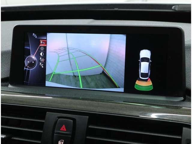 バンパーに内蔵された超音波センサーによって、車両と障害物との距離を計測し、予想される接触などの危機をモニターと信号音で確認できるので、狭いスペースでも安心して駐車が行えます。