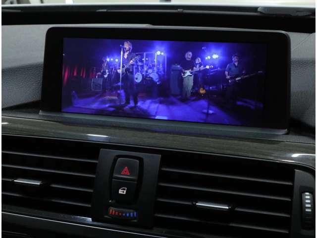DVDビデオ再生にも対応。Bluetoothも内蔵し、iPhone等のメディア音楽再生もできます。