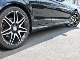 AMGスポーツパッケージ+専用 AMG18インチブラックツインAW!タイヤは、 タイヤ残8部山です!