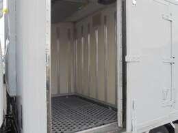 左側サイドドア有ります。 荷箱前室長さ125×幅166×高さ154cm。