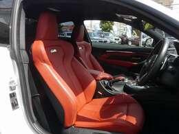 サキールオレンジレザー!専用Mスポーツシート!シートヒーター&メモリー&ランバーサポート&サイドサポート対応!スポーティーなカーボンインテリアトリムとの組み合わせです!