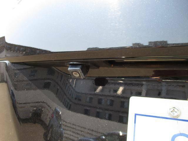 バックカメラ装備◆後方の安全確認はおまかせ!!これで苦手な車庫入れも安心で す