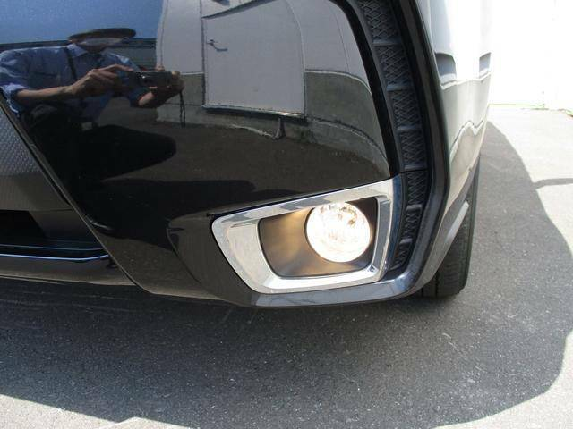 フロントフォグランプ雨や霧などにより視界が不十分である場合ヘッドランプの補助灯として視認性向上に役立ちます。