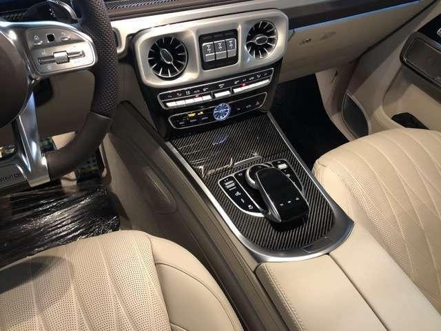 AMGカーボンファイバーインテリアトリム、 シートベンチレーター シートヒータープラス 電動ランバーサポート ドライビングダイナミックシート リラクゼーション機能を装備。ラグジュアリーなインテリアです。