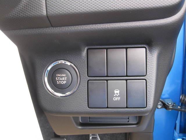 スマートキーは、ポケットやカバンにあるだけでドアの開閉、エンジンスタートが指1本でOKです!