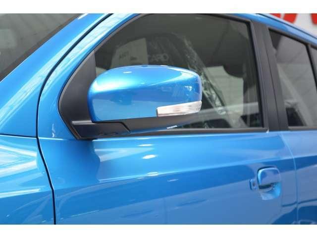 視認性の良いLEDサイドターンランプ付のサイドミラーにはヒーターが装備です