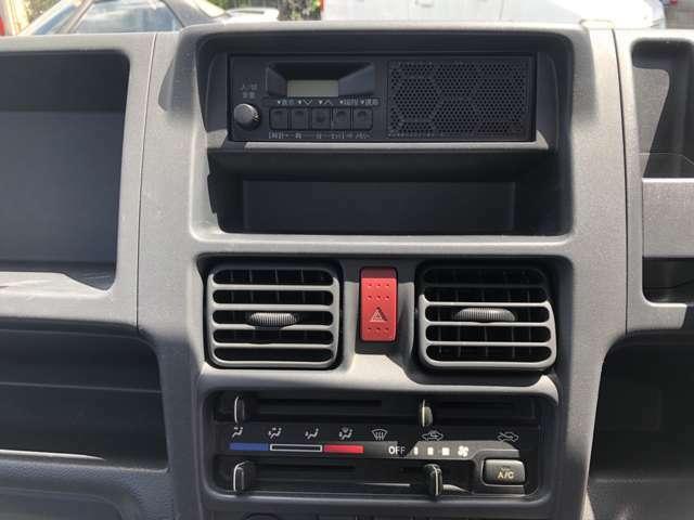 エアコン、ラジオがついています。
