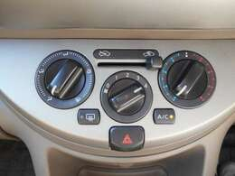 移動の車内も快適に マニュアルエアコンです