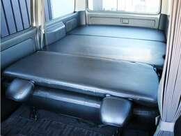ベッドキットを装備したお車となっております!