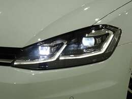 LEDヘッドライトです。非常に明るく前を照らしてくれます。