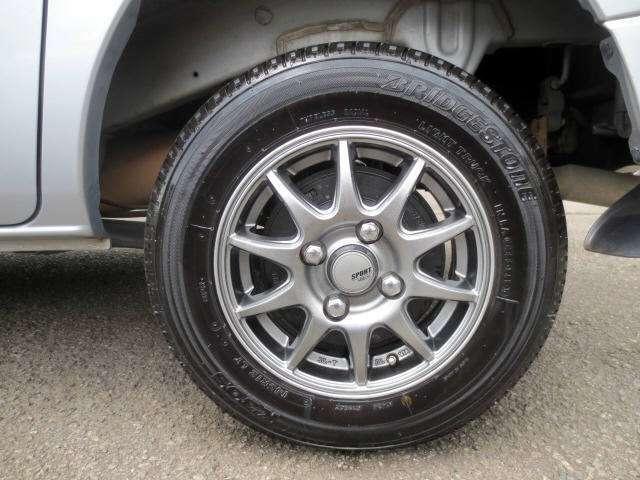 社外アルミです。 タイヤの残山もバッチリあります!