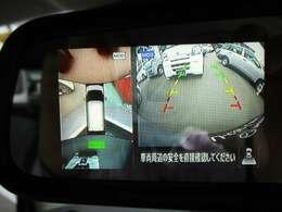 バックカメラ&フロントカメラ付きで、前進・後退のどちらでも進行方向の画像がルームミラーの左半分に投影されます。その際、360度モニターも同時投影されるので、車の回りの安全確認も可能です。★☆★☆