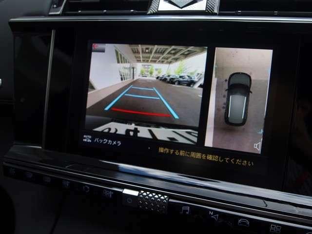 バックカメラ、デッドアングルカメラがついています。車両左側側面の死角エリアをモニターするカメラを装備しています